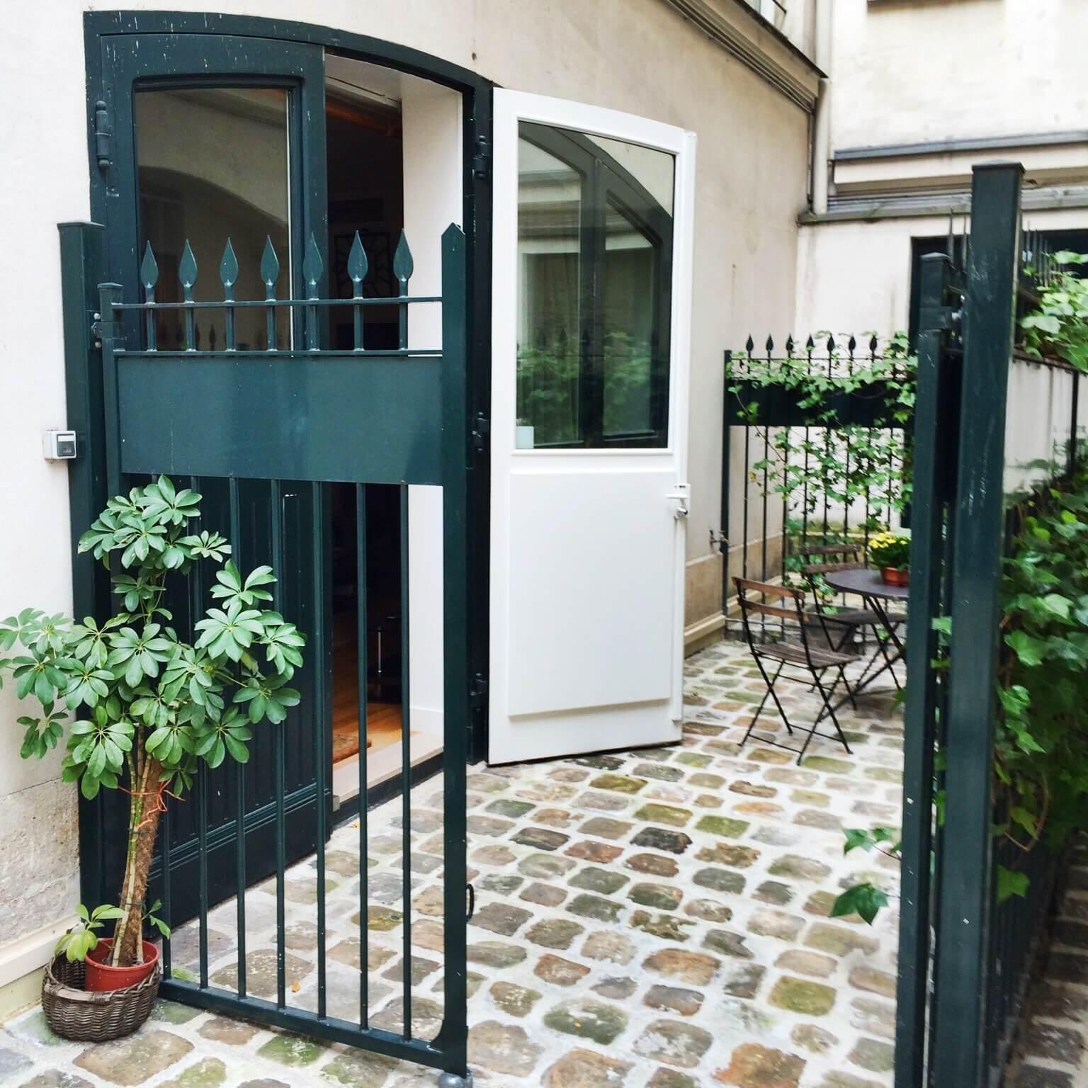 Apartment in Paris courtyard