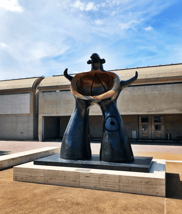 Ft. Worth Brings Fashion Kimball Art Museum Sculpture
